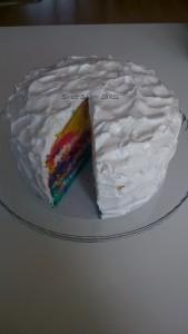 Regenboog taart (met meringue afgesmeerd en champagnevulling)