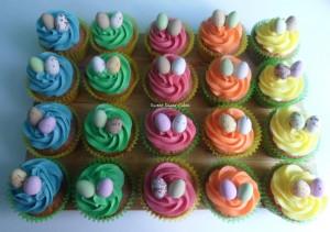 Paas cupcakes (vanille, passievrucht, aardbei, mango, ananas)